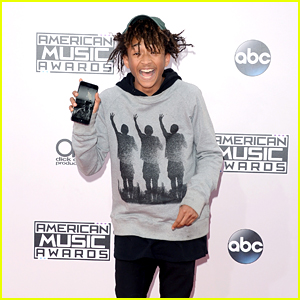 Jaden Smith Has a Picture of Himself as His Phone Background at American Music Awards