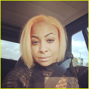 Raven-Symone Shows Off Her New Peach Hair for the Holidays!