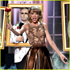 Taylor Swift Opens AMAs 2014 with 'Blank Space' (