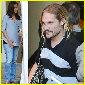 Pregnant Zoe Saldana Keeps Her Baby Bump Looking Chic