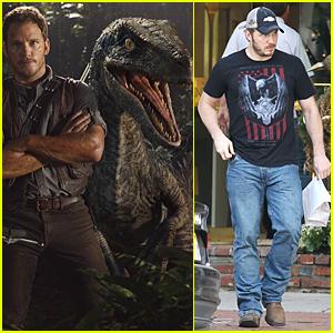 Chris Pratt Oozes Rugged Sex Appeal in New 'Jurassic World' Still