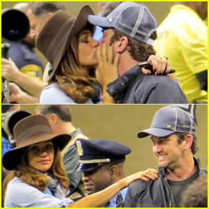 Gerard Butler Girlfriend Morgan Brown Share Passionate Kiss At The Saints Vs Panthers Game