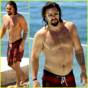 Game of Thrones' Jason Momoa Shows Off His Shirtless Aquaman Body!