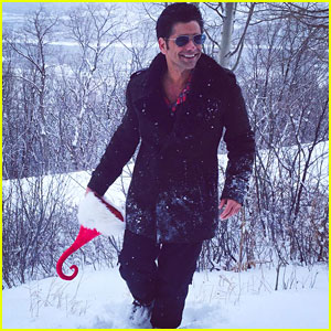 John Stamos Goes Undercover to Spread Holiday Cheer to Unsuspecting Shoppers - Watch Here!