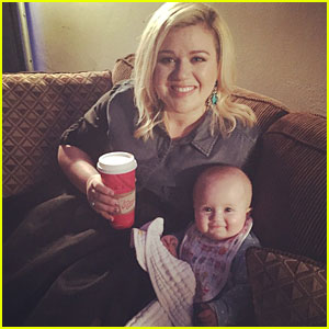 Kelly Clarkson's Daughter River Has the Cutest Smile in This New Picture