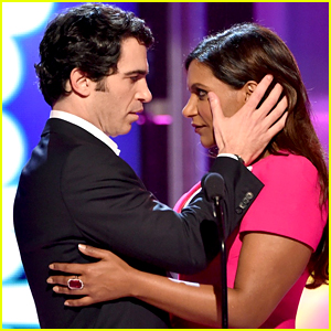 Mindy Kaling & Chris Messina Attempt to Recreate Their On-Screen Chemistry at People Magazine Awards