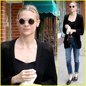 Jaime King Gets Fans Pumped Up for Return of 'Hart of Dixie'