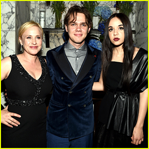 'Boyhood' Stars Honor Director Richard Linklater Before Oscars