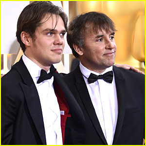 Richard Linklater Walks Oscars 2015 Carpet With 'Boyhood' Star Ellar Coltrane