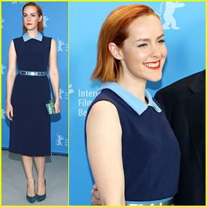 Jena Malone Goes Sight Seeing In Berlin After 'Angelica' Photo Call