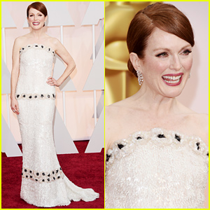 Julianne Moore Is Simply Stunning at the Oscars 2015