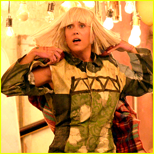 Kristen Wiig Dances in Sia's Grammys Performance 2015 (Video)
