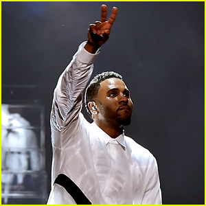 Jason Derulo Performs 'Want to Want Me' at iHeartRadio Awards (Video)