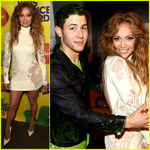 Jennifer Lopez Avoids Being Slimed at Kids' Choice Awards 2015