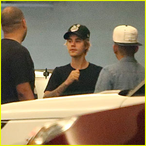 Justin Bieber Has a Blast at the Los Angeles Clippers Game