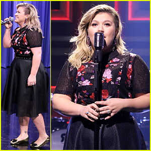 Kelly Clarkson & Jimmy Fallon Perform Epic Duets Medley - Watch Now!