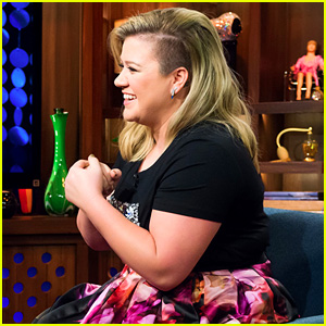 Kelly Clarkson Denies Calling Miley Cyrus a 'Pitchy Stripper'