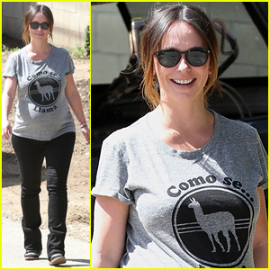 Jennifer Love Hewitt Shows Off Growing Baby Bump in Cute Tee