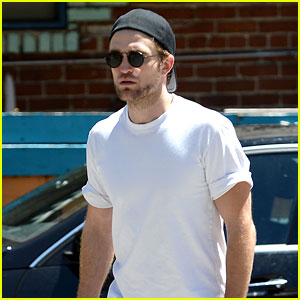 Robert Pattinson Grabs a Quick Snack After a Work Out
