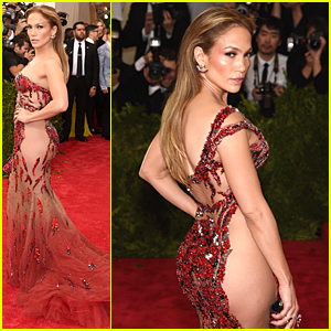 Jennifer Lopez Wears No Underwear to Met Gala 2015