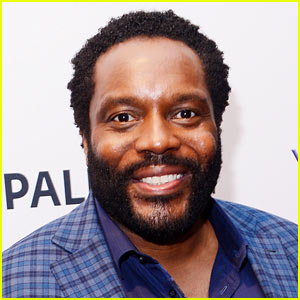 Walking Dead's Chad L. Coleman Screams at Subway Passengers in Crazy Video Footage