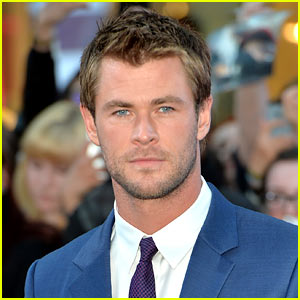 Chris Hemsworth Joins Female 'Ghostbusters' as Receptionist