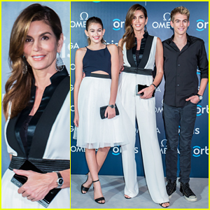 Cindy Crawford Poses with Lookalike Kids on the Red Carpet!