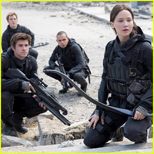 jennifer lawrence shares first look pic from �hunger games