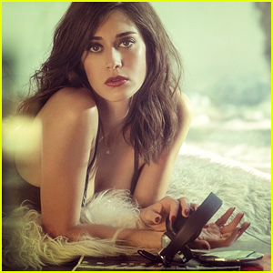Lizzy Caplan Admits She Loves Men Who Wear Tighty-Whities