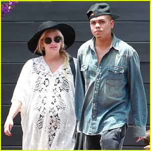 Ashlee Simpson Looks Ready to Pop on Independence Day