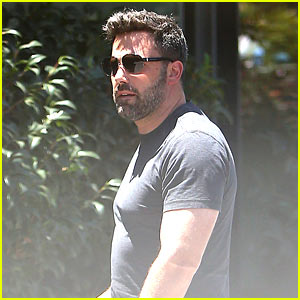 Ben Affleck Removes His Wedding Ring for Latest Outing