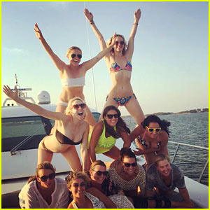Jennifer Lawrence Tops Amy Schumer's Pyramid in a Bikini!