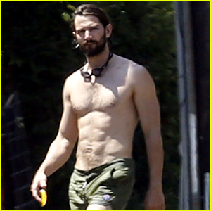 Game of Thrones' Michiel Huisman Shows Off His Shirtless Body!