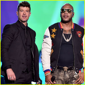 Robin Thicke & Flo Rida Hit the Teen Choice Awards 2015 Stage for 'I Don't Like It, I Love It'  - Watch Now!