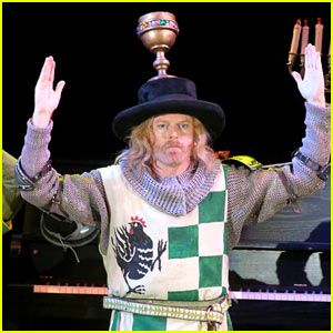 Jesse Tyler Ferguson Spoofs Broadway Shows in 'Spamalot' at Hollywood Bowl