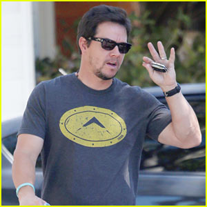 Mark Wahlberg Tried to Squeeze His Friend Into Skinny Jeans | Mark ...