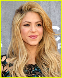 Shakira Displays Her Sculpted Abs in Post-Baby Body Photo!