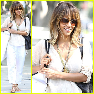 Halle Berry Is All Smiles After 'Extant' Cancellation News