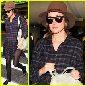 Rose Byrne Covers Baby Bump in Loose-Fitting Shirt