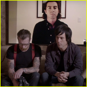 Eagles of Death Metal Give Emotional Interview About Paris Attacks (Video)