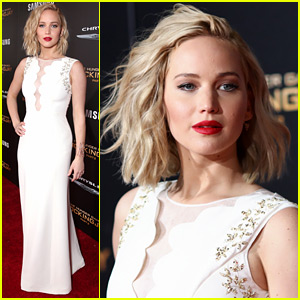 Jennifer Lawrence Stuns in Dior at 'Mockingjay' LA Premiere!