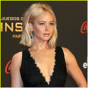 Jennifer Lawrence Takes a Tumble on the 'Hunger Games' Red Carpet! (Video)
