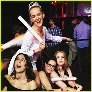Jessica Chastain Celebrates Pal Jess Weixler's Bachelorette Party in Vegas!