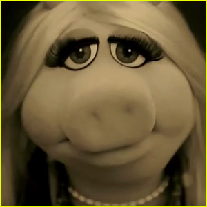 Miss Piggy Channels Adele in The Muppets' 'Hello' Spoof!