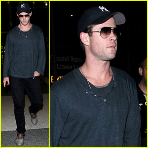 Chris Hemsworth Returns to Los Angeles After Hosting 'SNL'!