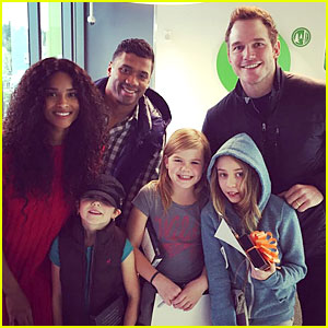 Chris Pratt Visits Children's Hospital with Russell Wilson & Ciara!