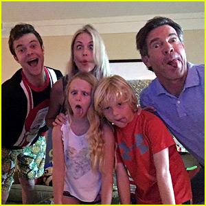 Jack Quaid Talks Growing Up With Parents Meg Ryan & Dennis ...