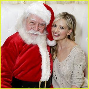 Sarah Michelle Gellar Takes Her Kids to Meet Santa!