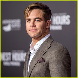 Chris Pine Really Wants a 'Princess Diaries 3'