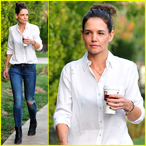 Katie Holmes Keeps it Chic For Her Coffee Run